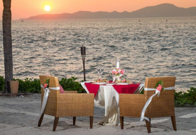 Romantic-Beach-Dinner-640x440.jpg