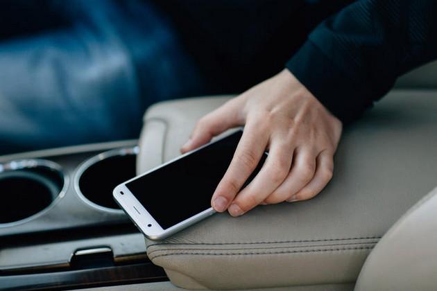 phone-in-car.jpg