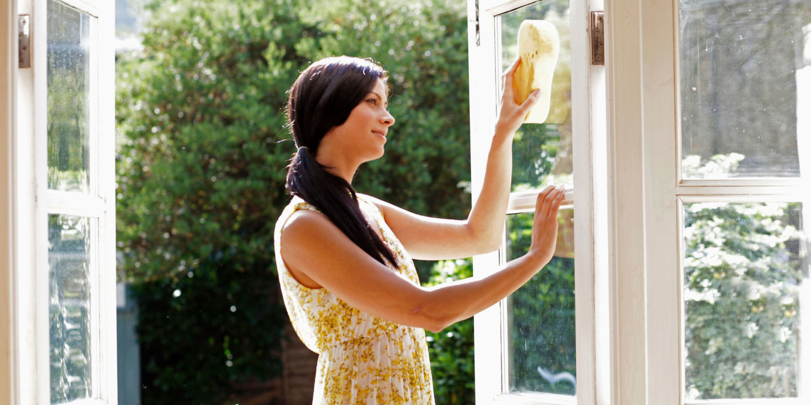 landscape-1435163179-window-cleaning-sunny.jpg