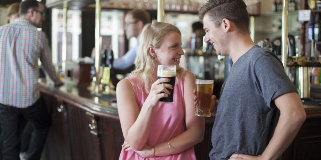 landscape-1461149102-couple-drinking-in-bar.jpg