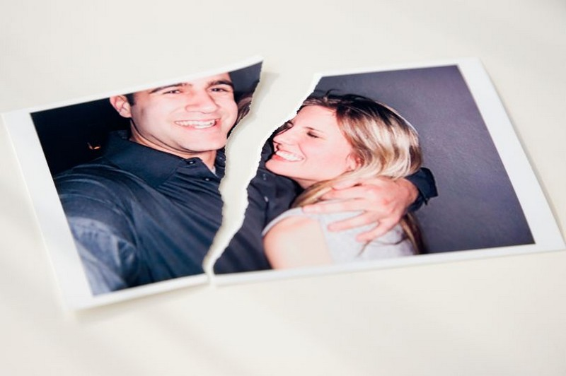 Photograph-of-couple-ripped-in-half.jpg