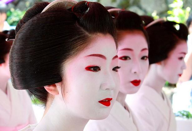 Geisha-makeup.jpg