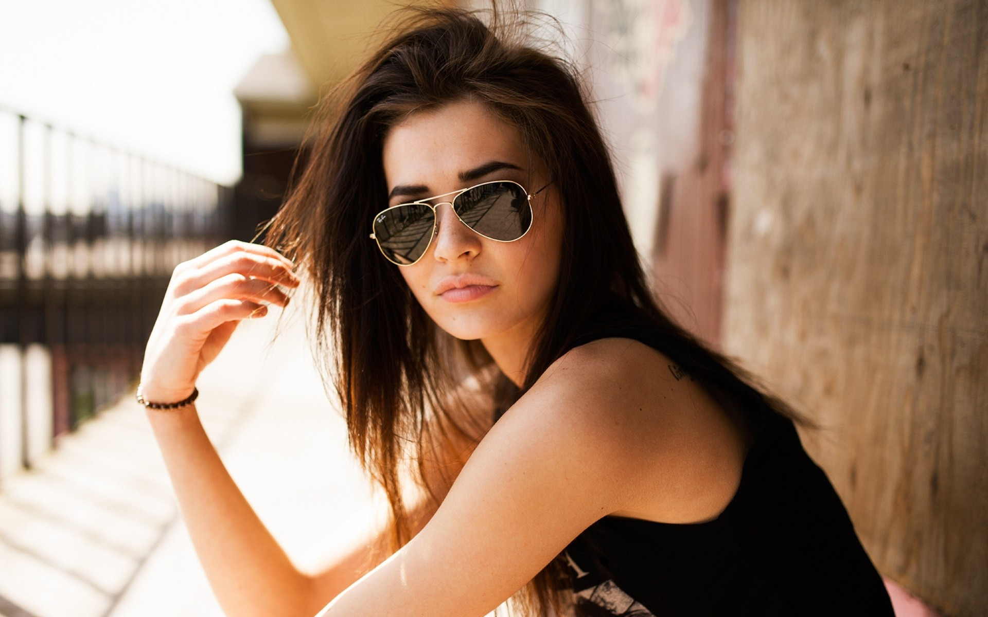 girl-with-aviator-sunglasses-girl-hd-wallpaper-1920x1200-3927.jpg