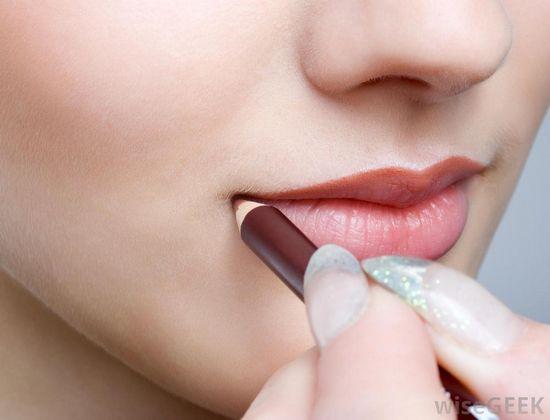 woman-applying-lip-liner-to-lips.jpg