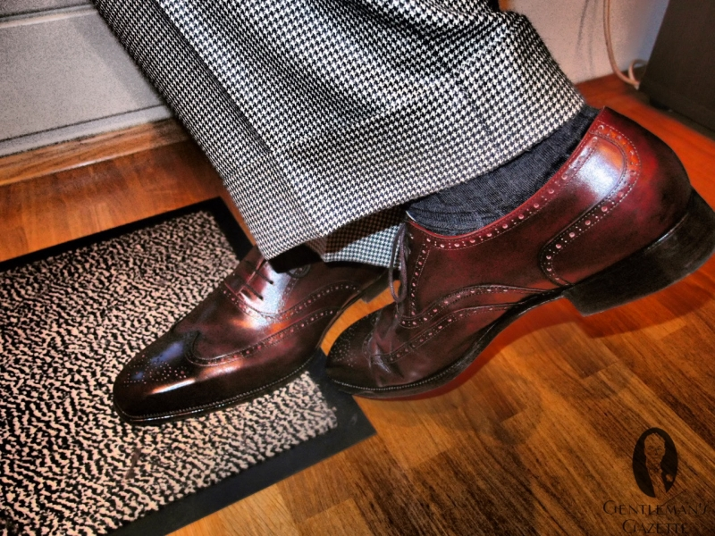 Wingtip-Oxford-Shoe-with-Houndstooth-Bespoke-suit.jpg