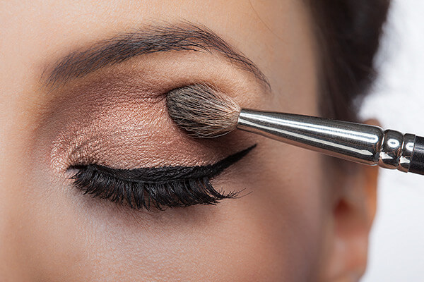 darker-eyeshadow-to-eyes-look-smaller.jpg
