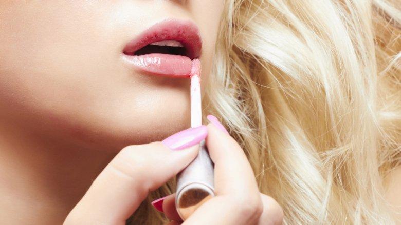 lip-gloss-is-a-challenge-1505233990.jpg
