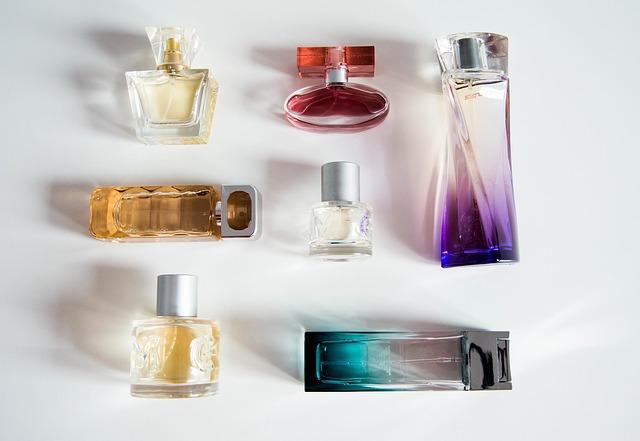 perfume-bottle-932146_640.jpg