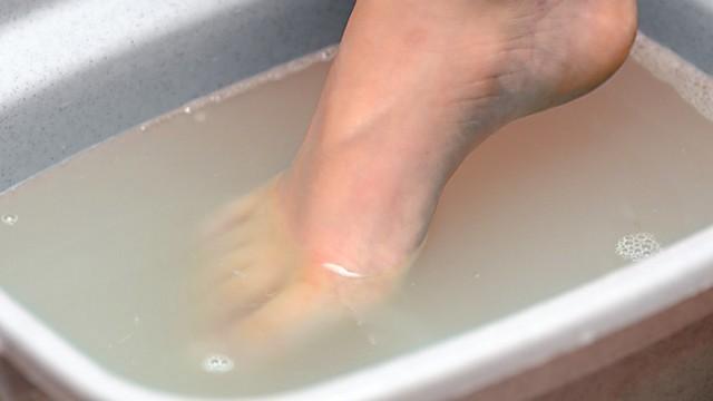 642x361-How_to_Make_a_Vinegar_Foot_Soak.jpg