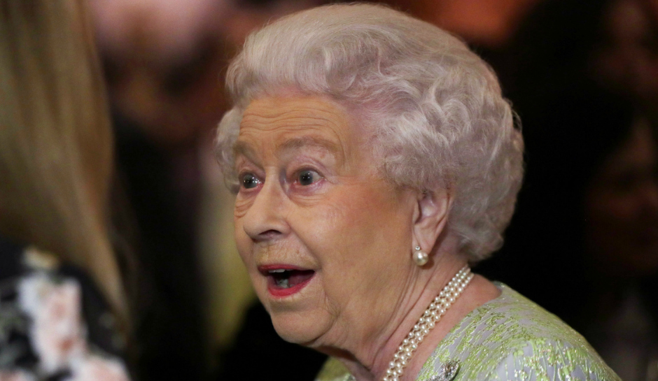Queen-Elizabeth-Retires-Predictions-2017-House-Arrest.jpg