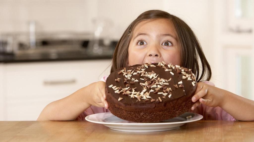 why-do-my-teeth-hurt-when-i-eat-sweets_0e732482-ac5a-4494-9c72-f46e9019fa93.jpg