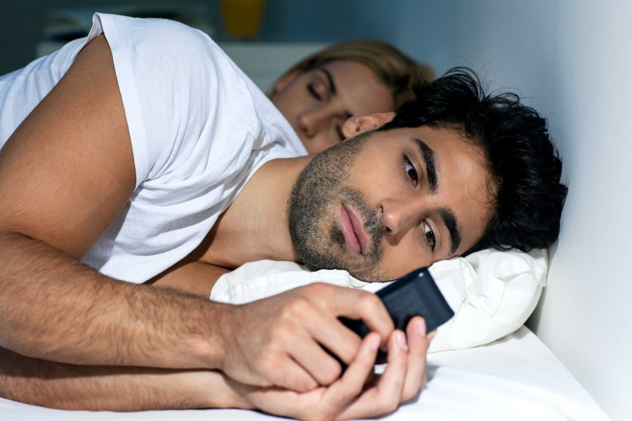 06-cheating-signs-phone.jpg