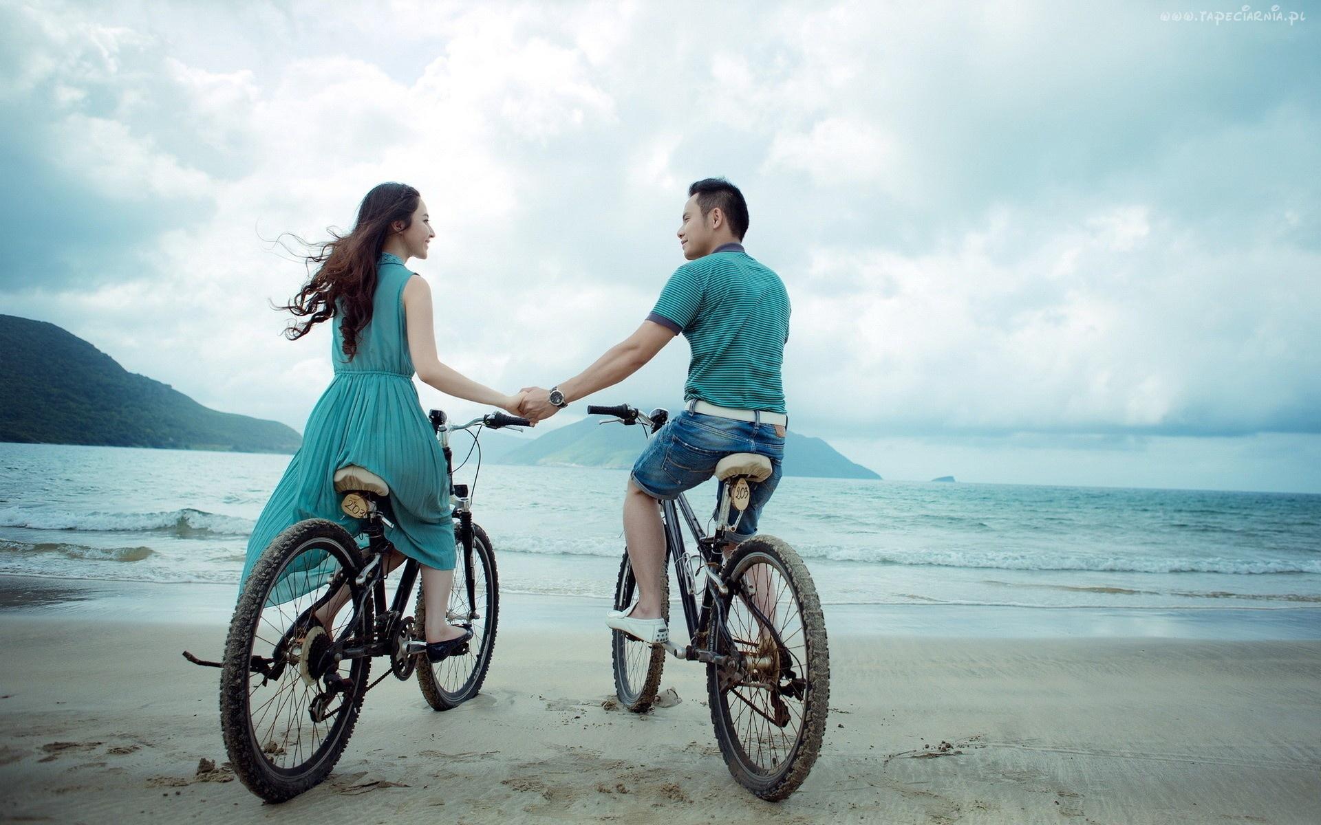 asian-couple-at-beach-wide-46929940.jpg