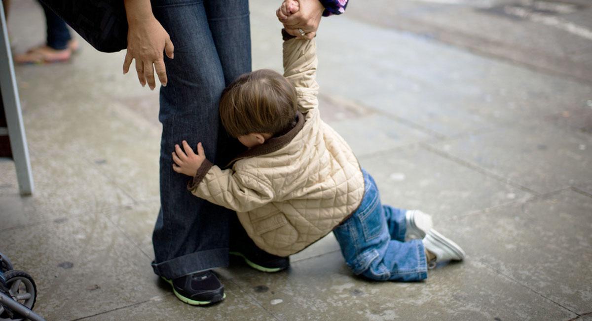 child-throwing-tantrum-in-public.jpg