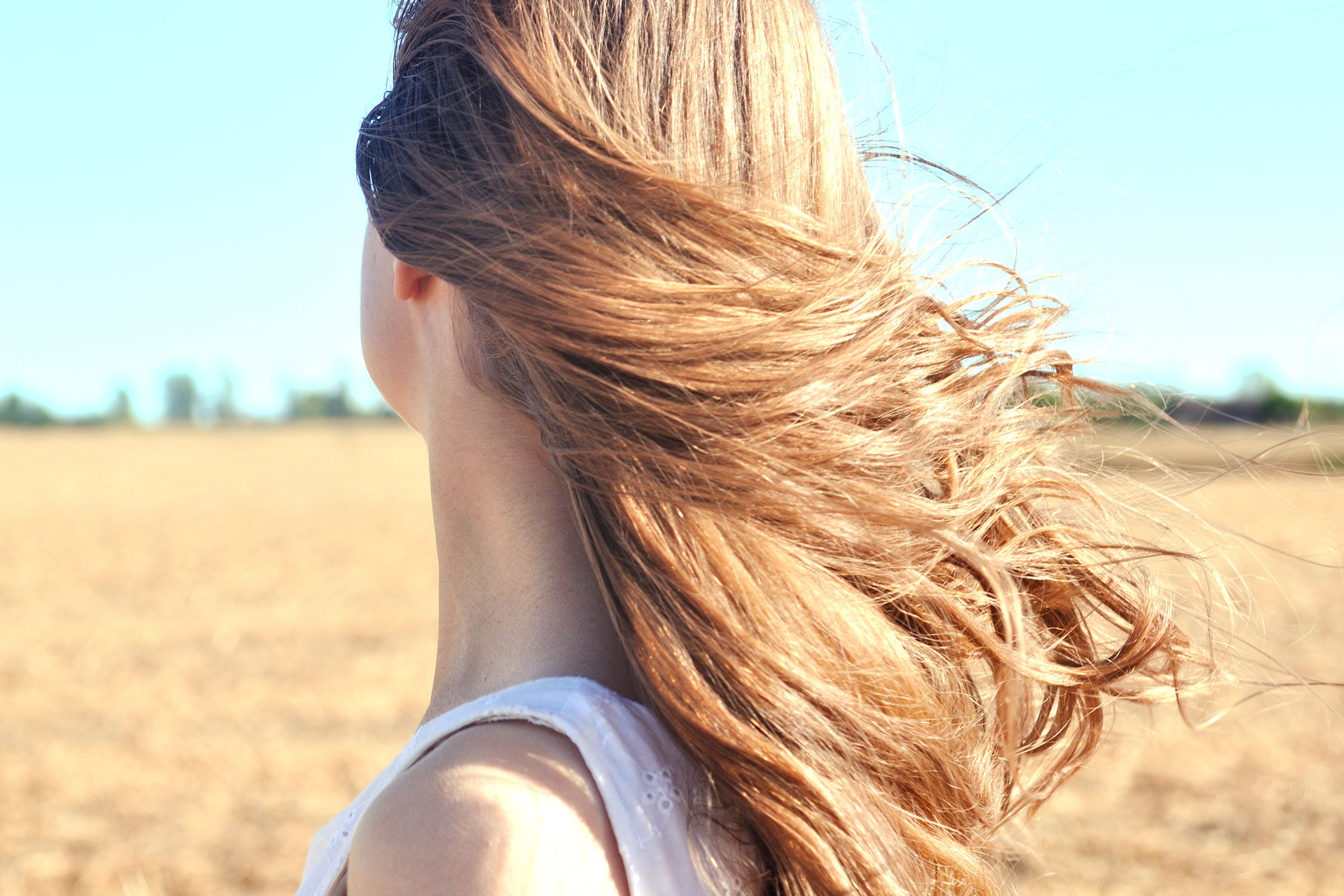 07-thick-The-Secrets-for-Air-Drying-Your-Hair-So-It-Still-Looks-Awesome-487241680_Jurgute.jpg