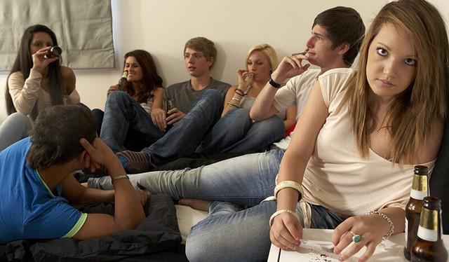 teens-drinking-friends.jpg
