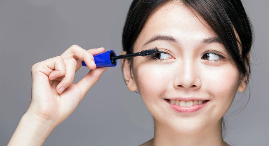 bottom-lashes-mascara-application.jpg