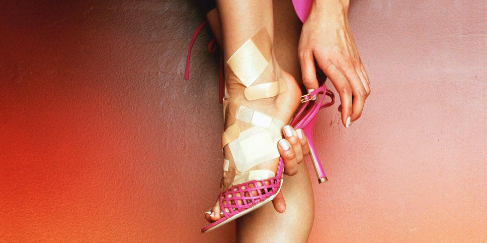 landscape-1435052048-woman-foot-pain.jpg