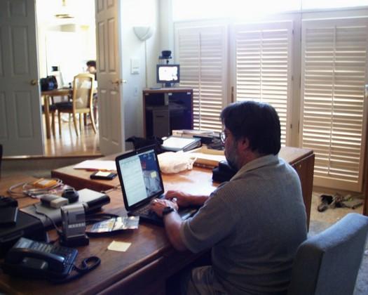 Steve_Wozniak_working_at_desk.jpg