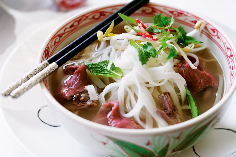 beef-and-noodle-soup-pho-bo-33067-1.jpg