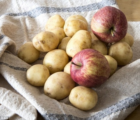 3293655-3238427300000578-3493629-Store_an_apple_or_two_in_a_ventilated_bag_with_your_potatoes_and-a-8_1458133668241-1467381704-650-c719ba1a72-1485116438.jpg
