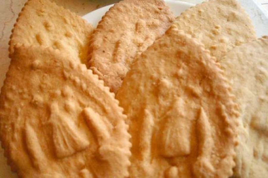01-these-butter-cookies-from-the-philippines-supposedly-have-healing-powers-Courtesy-Traveler-on-Foot-760x506.jpg