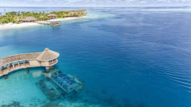 http_%2F%2Fcdn.cnn.com%2Fcnnnext%2Fdam%2Fassets%2F171117135929-maldives-hurawalhi-undersea-restaurant-aerial.jpg