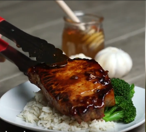 Screenshot-2018-3-5 Sticky Garlic Pork Chops - YouTube.png