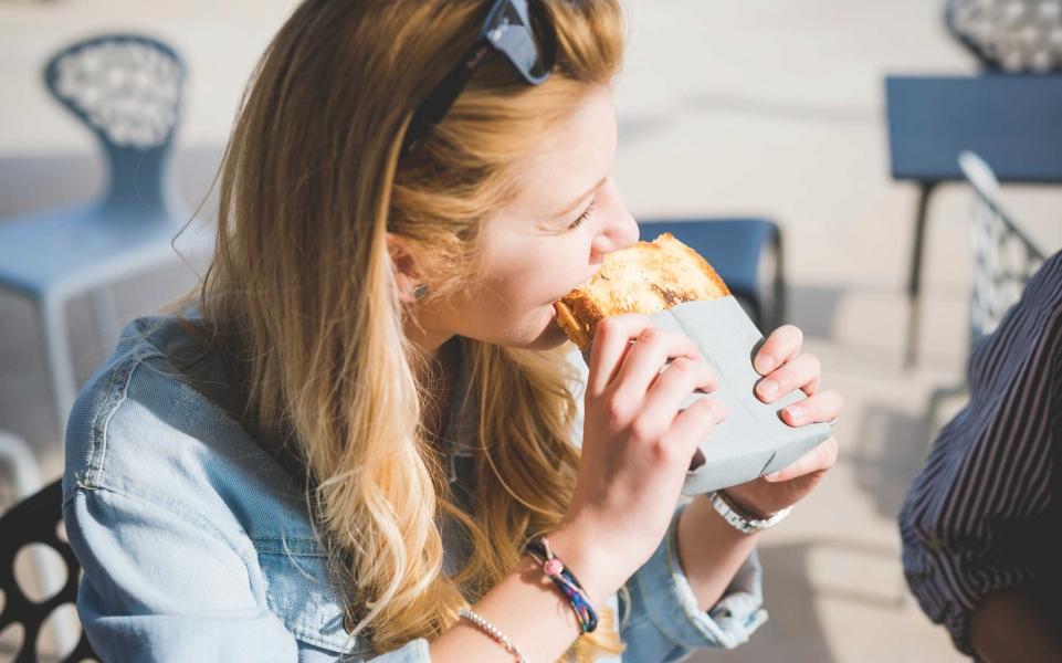 4_eat_more_bread_grafvision.jpg