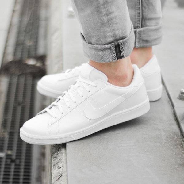 0c4f82a86cfa0fb605c642b944f75805--all-white-sneakers-white-tennis-shoes.jpg