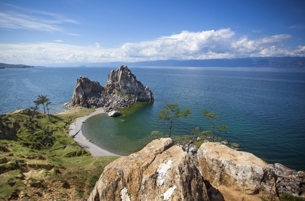 Lake-Baikal-Path-Rock.jpg.1000x0_q80_crop-smart.jpg