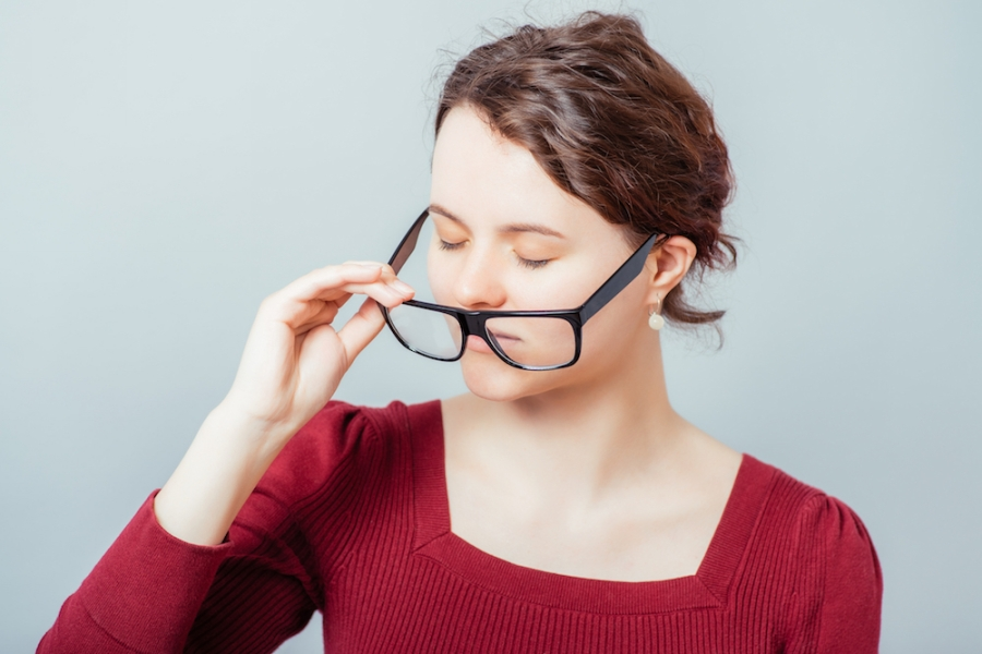 girl-taking-off-her-glasses-with-one-hand-because-she-does-not-know-this-is-something-she-should-avoid.jpg