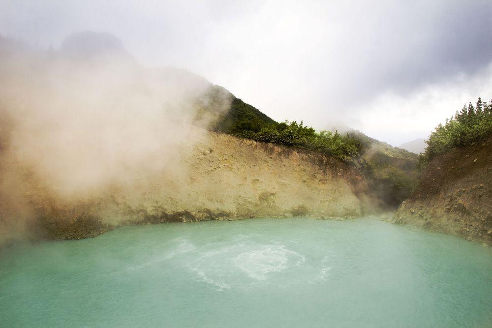 Boiling-Lake-Dominica-Cloud-Day.jpg.1000x0_q80_crop-smart.jpg