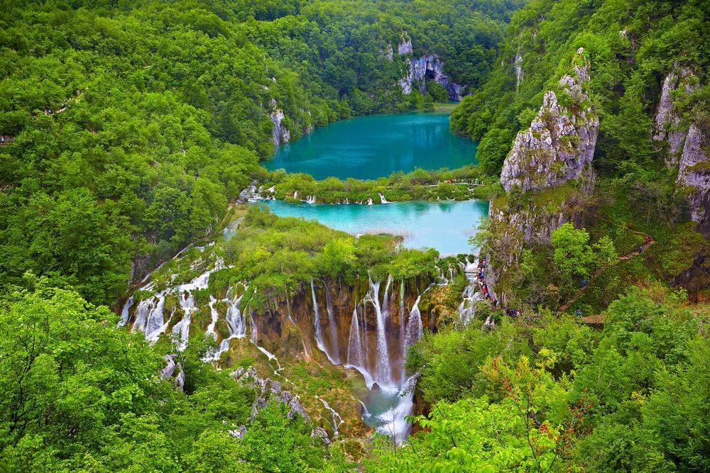 Plitvice-Lakes-waterfalls-aerial-green-trees.jpg.1000x0_q80_crop-smart.jpg