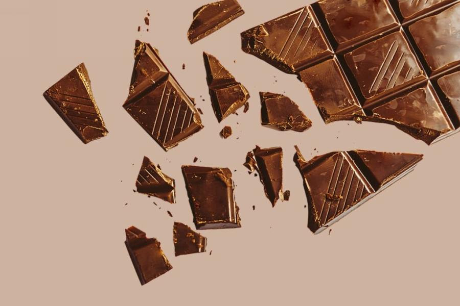 01_brokenbar_Go-Ahead-and-Indulge-Here-are-12-Health-Benefits-of-Chocolate_647258089_DedMityay-1024x683.jpg