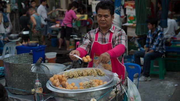 http _cdn.cnn.com_cnnnext_dam_assets_160712181635-street-food-city-bangkok1.jpg