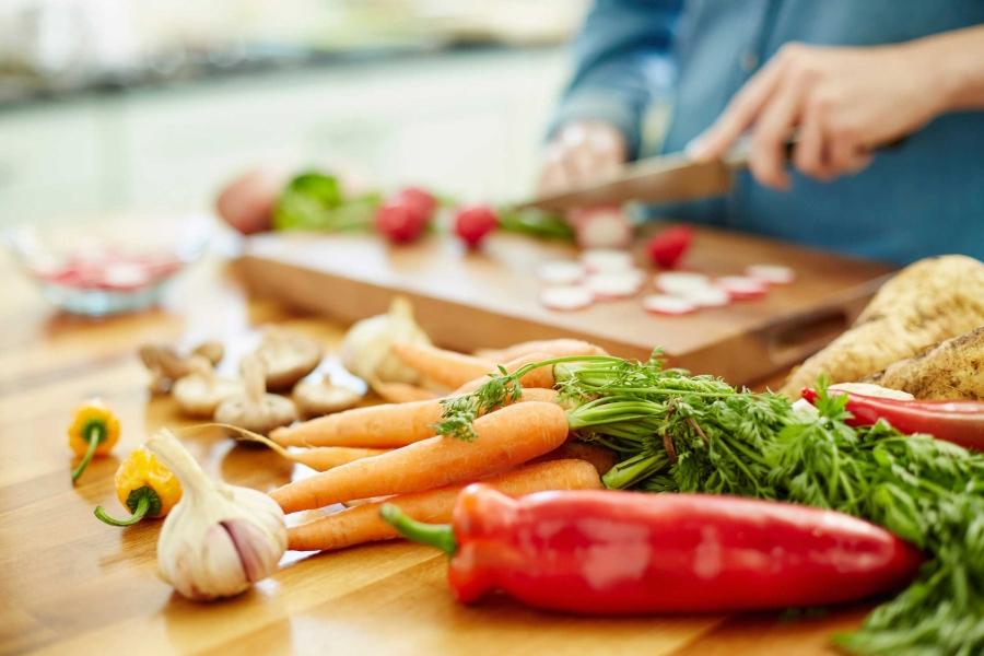 4_food_poisoning_Neustockimages.jpg