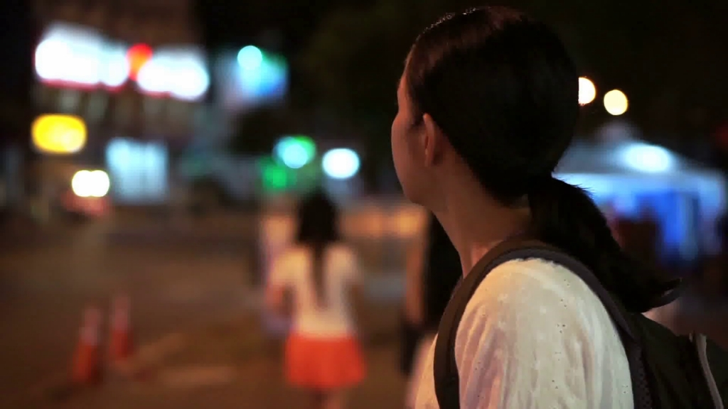asian-tourist-girl-wandering-in-the-city-at-night-looking-confuse-thinking-and-lost_btpsc3hj_thumbnail-full01.jpg