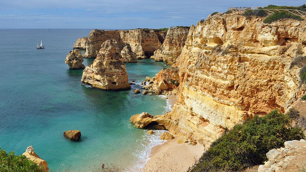 1024px-praia_da_marinha_2012-09-27_by_klugschnacker_in_wikipedia_1.jpg