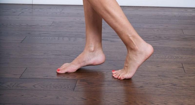 fb-woman_walking_barefoot_denim_jacket.v.1.1.d.fb.1019x551.tinyjpg.jpg