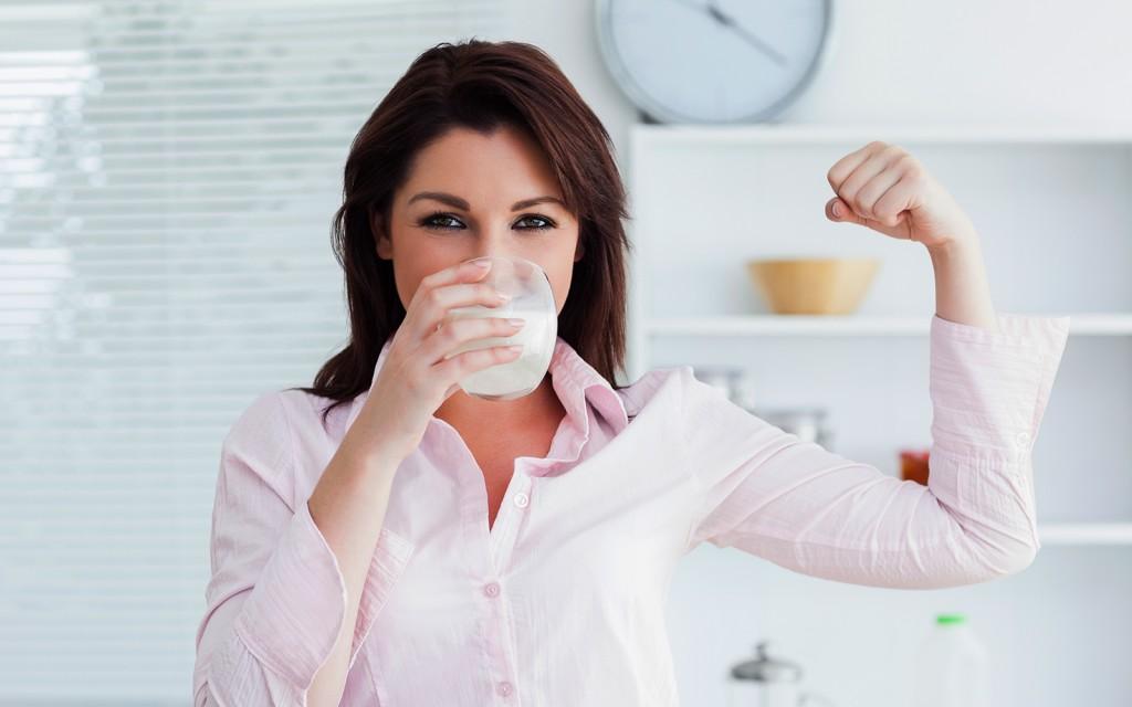 women-drinking-soy-milk-1024x640.jpg