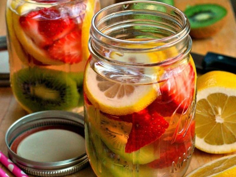 Strawberry-kiwi-detox-water-1024x768.jpg