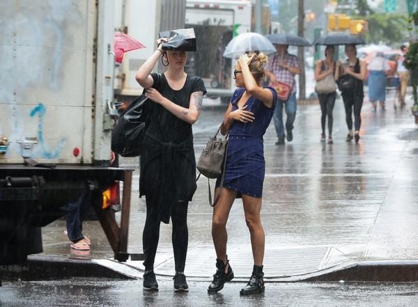 Ireland+Hailey+Baldwin+Get+Caught+Rain+NYC+8E8ScUQFMzzl.jpg