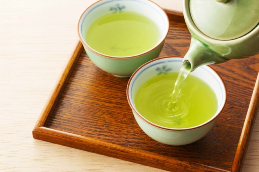 03-green-tea-Dermatologist-Approved-Homemade-Skin-Care-Treatments_229991395-Nishihama-760x506.jpg