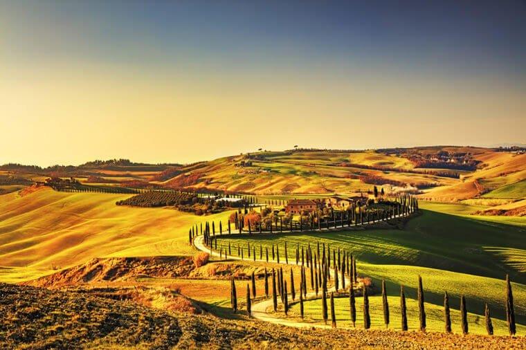 03_Tuscany_Trending-Destinations-for-Women-Traveling-Solo_366902579_StevanZZ-760x506.jpg