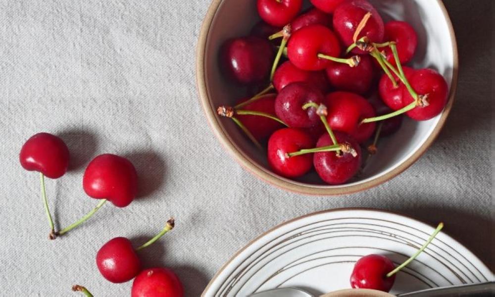 Cherry-Chocolate-Chip-Ice-Cream-01-700x420.jpg