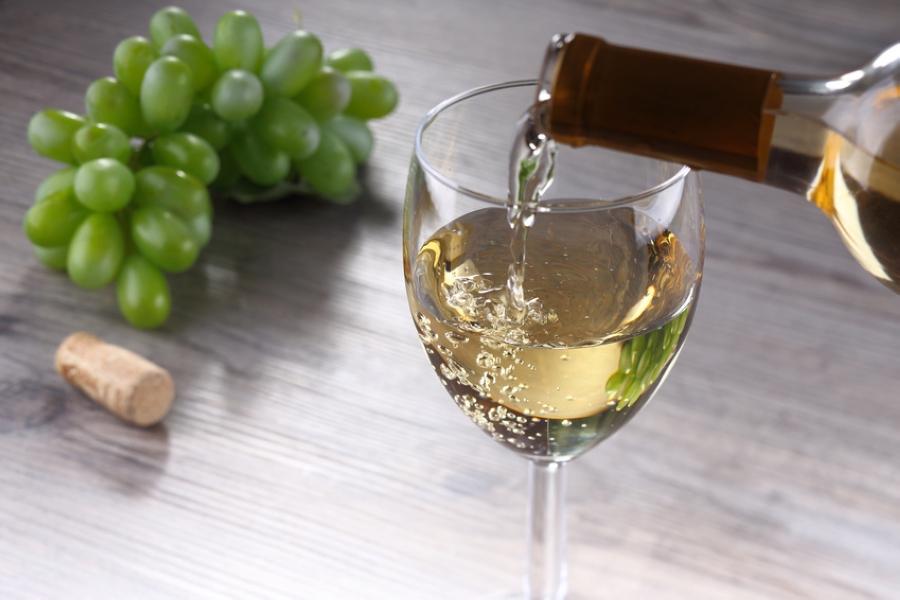pouring-chardonnay.jpg