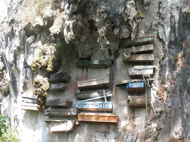 18206160-800px-Hanging_Coffins_of_Sagada_Mountain_Province-1512989178-650-918e39f145-1514191630.jpg