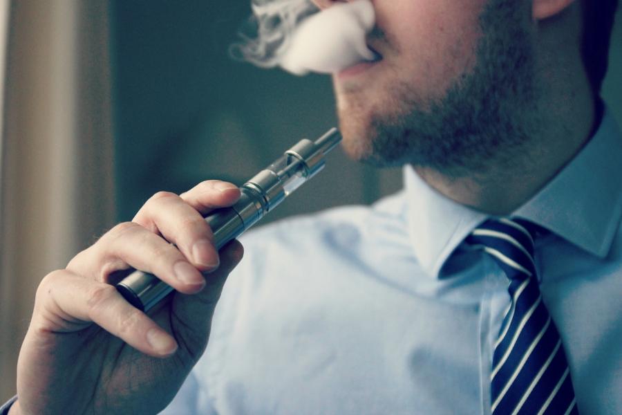 E-Cigarette-Electronic_Cigarette-E-Cigs-E-Liquid-Vaping-Cloud_Chasing-Vaping_at_Work-Work_Vaping_16348997445.jpg