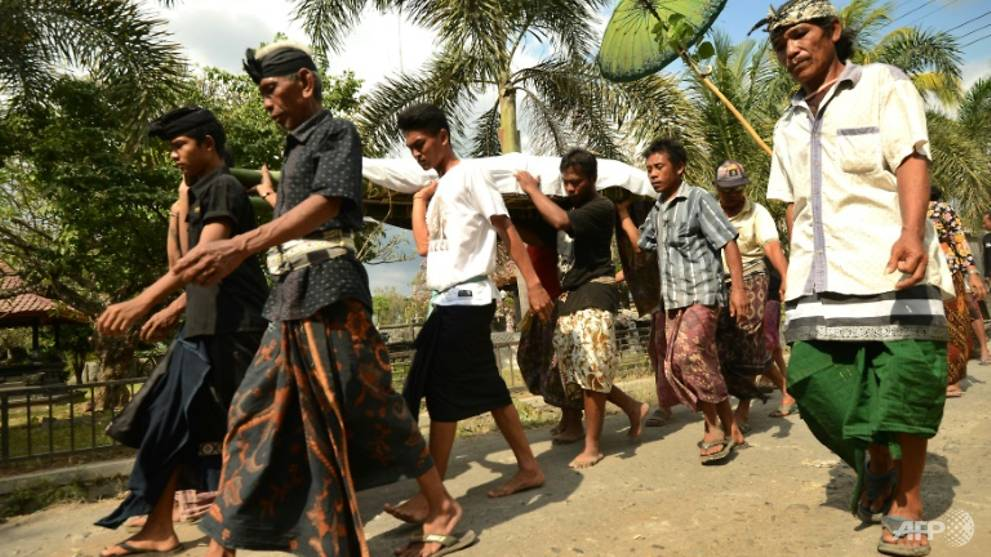 people-carry-an-earthquake-victim-during-a-funeral-in-northern-lombok-indonesia-1533969732656-2.jpg